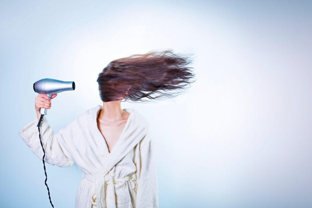 hoe bescherm ik mijn haar tegen de warmte van de föhn of stijltang